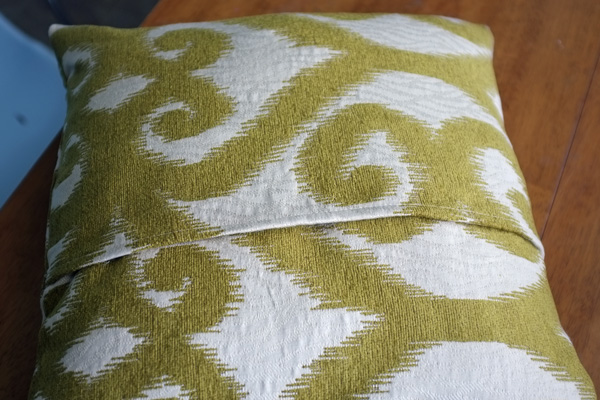 Envelope Pillow Cover Tutorial Simple How To Sew An Envelope Pillow Cover