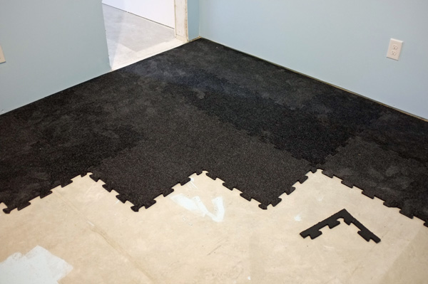 Plush tiles home gym floor
