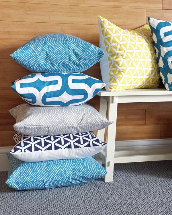 Make a Dozen or More Pillows in Less Than an Hour   tealandlime.com