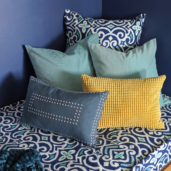 Diy removable tailored daybed cover a favorite fabric source for Daybed cushion ikea