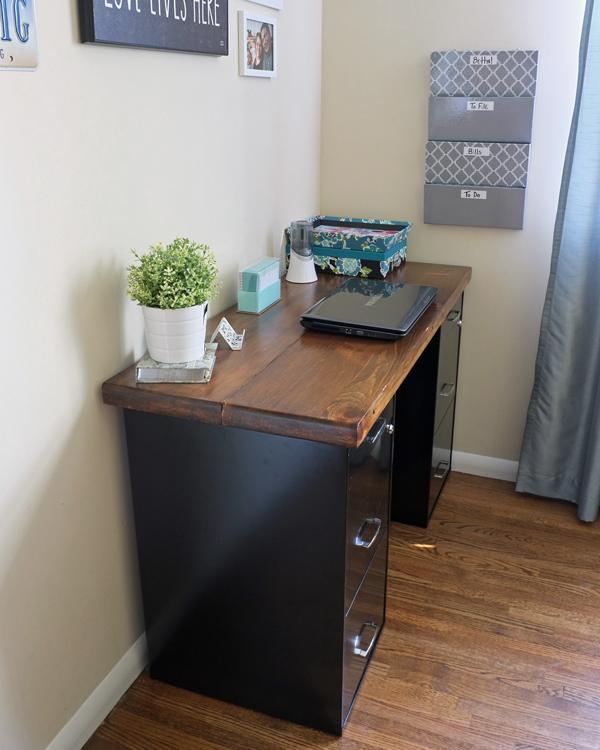 an-inviting-home-bloggin-desk