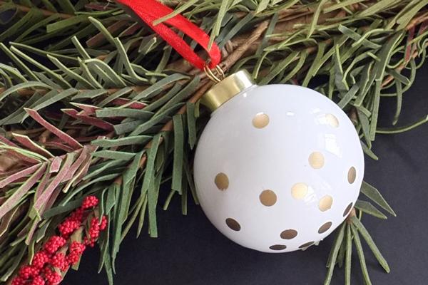 diy-gold-dot-ornament