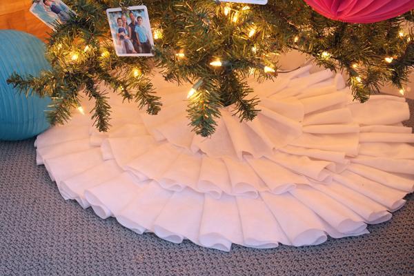 DIY Felt Ruffle Tree Skirt - School of Decorating