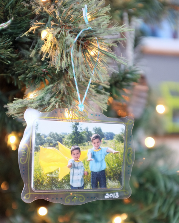laminated-photo-frame-ornament