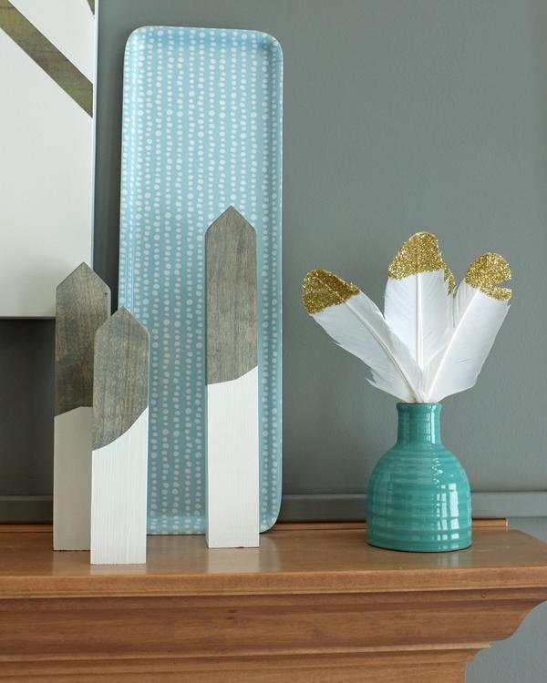 Such a pretty, minimal winter mantel | tealandlime.com