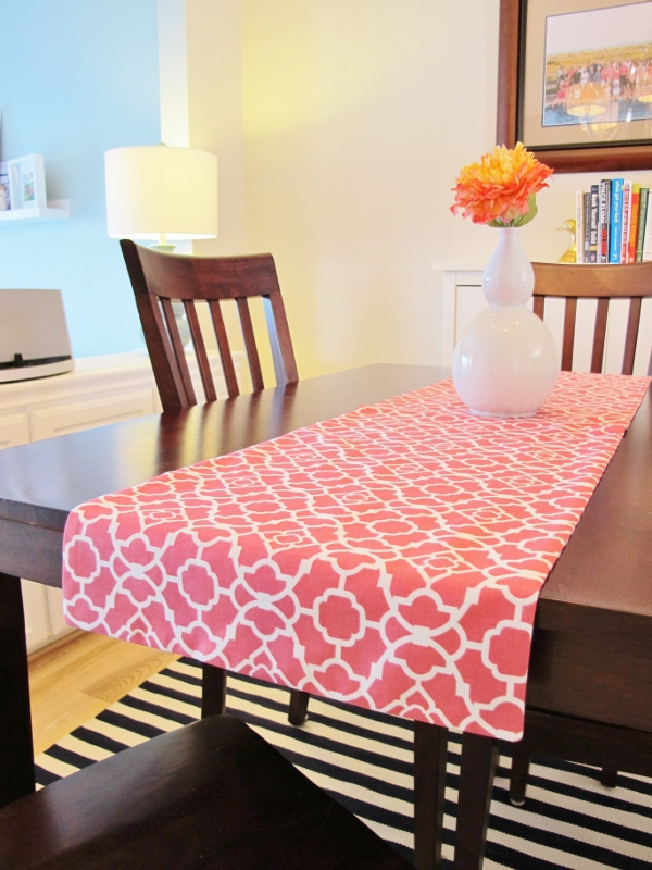 how to make a reversible table runner school of decorating. Black Bedroom Furniture Sets. Home Design Ideas