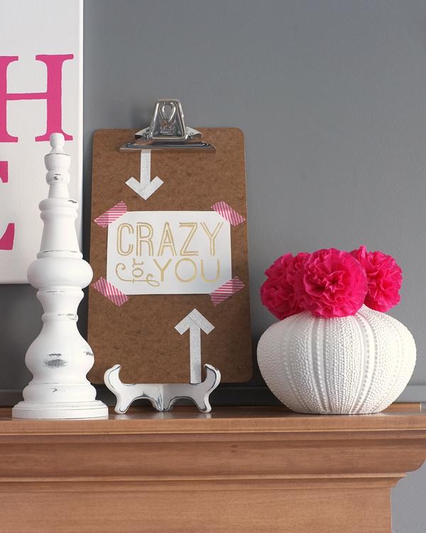 7-steps to effortless holiday mantel decorating | tealandlime.com