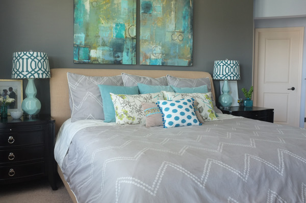 How to mix and match bedding with lots of pattern