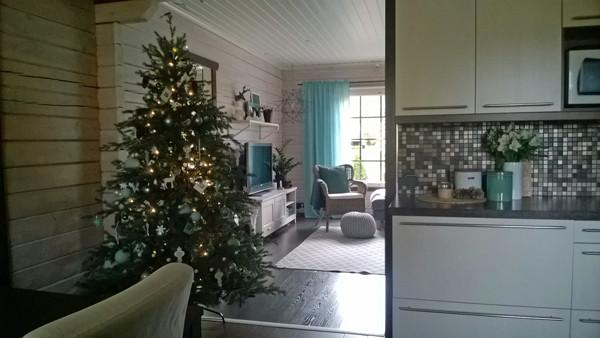 christmas-tree-into-living-room