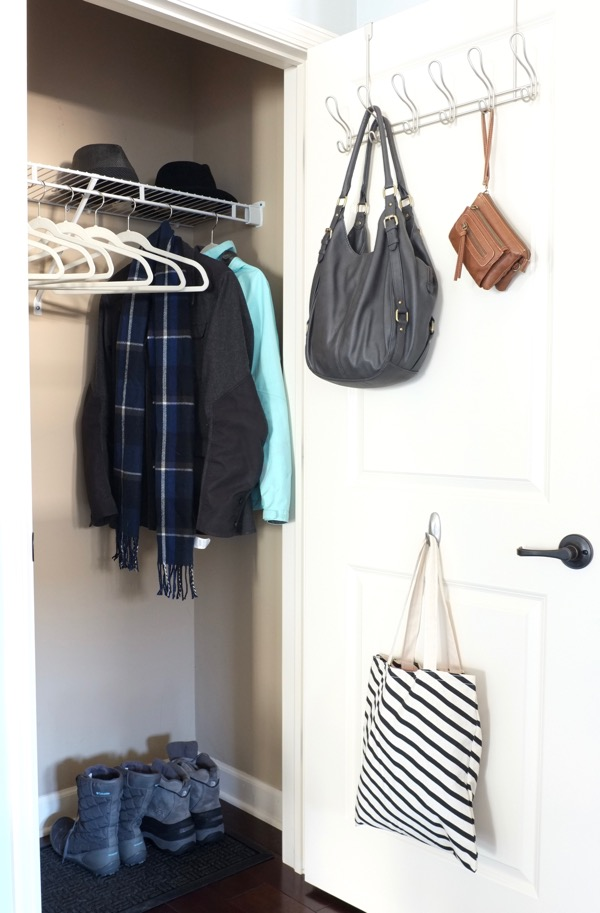 Quick fixes to make your entryway more organized and inviting for guests. Click through to get the 5 tips.