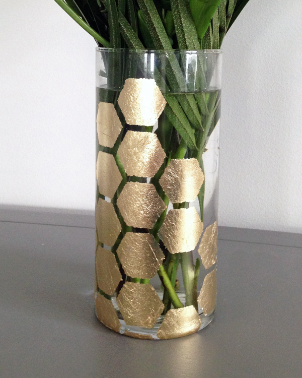 how to stencil a vase with gold leaf